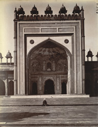 Front view of the main entrance to the liwan of the Jami Masjid, Fatehpur Sikri